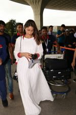 Ileana D_Cruz with Mubarakan team spotted at airport on 29th July 2017 (40)_597d5a08d928a.JPG