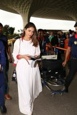 Ileana D_Cruz with Mubarakan team spotted at airport on 29th July 2017 (41)_597d5a09baf31.JPG