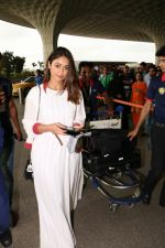 Ileana D_Cruz with Mubarakan team spotted at airport on 29th July 2017 (42)_597d5a0a7dd77.JPG