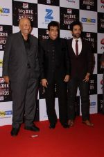 Prem Chopra, Jeetendra, Tusshar Kapoor At Red Carpet Of Big Zee Entertainment Awards 2017 on 29th July 2017