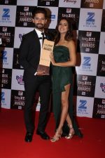 Ravi Dubey, Sargun Mehta At Red Carpet Of Big Zee Entertainment Awards 2017 on 29th July 2017 (94)_597d92596c36d.JPG