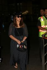 Ileana D_Cruz Spotted At Airport on 31st July 2017 (3)_597f60028ee44.JPG