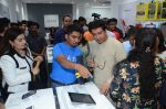 Raj Thackeray at the Launch OF Zanai Bhosle_s iAzre, Apple Store on 30th July 2017 (155)_597eac75f0809.JPG