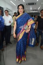 Rashmi Thackeray at the Launch OF Zanai Bhosle_s iAzre, Apple Store on 30th July 2017 (255)_597eacf03df81.JPG