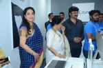 Rashmi Thackeray, Asha Bhosle at the Launch OF Zanai Bhosle_s iAzre, Apple Store on 30th July 2017 (153)_597eacf1ccf20.JPG