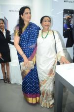 Rashmi Thackeray, Asha Bhosle at the Launch OF Zanai Bhosle_s iAzre, Apple Store on 30th July 2017 (154)_597eacf292f5f.JPG