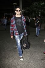 Sidharth Malhotra Spotted At Airport on 31st July 2017 (5)_597eee8712da0.JPG