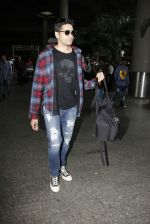 Sidharth Malhotra Spotted At Airport on 31st July 2017 (6)_597eee8979bda.JPG
