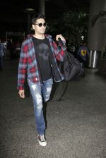 Sidharth Malhotra Spotted At Airport on 31st July 2017 (7)_597eee90a02cc.JPG
