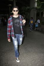 Sidharth Malhotra Spotted At Airport on 31st July 2017 (8)_597eee9b6a47f.JPG