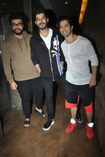 Varun Dhawan, Mohit Marwah, Arjun Kapoor at the Special Screening Of Film Raag Desh on 1st Aug 2017 (2)_59817ad6f1b43.JPG