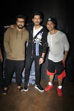 Varun Dhawan, Mohit Marwah, Arjun Kapoor at the Special Screening Of Film Raag Desh on 1st Aug 2017 (25)_59817adbe6214.JPG