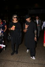 Bipasha Basu, Karan Singh Grover Spotted At Airport on 1st Aug 2017 (3)_59816f90ea521.JPG