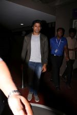 Farhan Akhtar Spotted At Airport on 2nd Aug 2017 (13)_59817bd288ffe.JPG