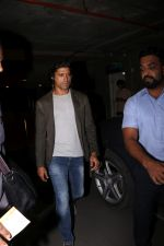 Farhan Akhtar Spotted At Airport on 2nd Aug 2017 (14)_59817bd3b2f7e.JPG