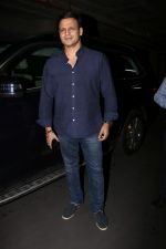 Vivek Oberoi Spotted Airport on 2nd Aug 2017 (12)_5982ad65abe09.JPG