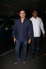Vivek Oberoi Spotted Airport on 2nd Aug 2017 (15)_5982ad6a2eecf.JPG