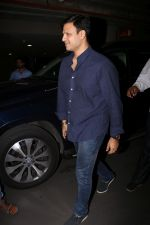 Vivek Oberoi Spotted Airport on 2nd Aug 2017 (16)_5982ad6c1597d.JPG