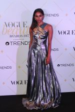 at The Red Carpet Of Vogue Beauty Awards 2017 on 2nd Aug 2017 (56)_5982a618a2794.JPG