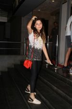 Kanika Kapoor At Special Screening Of Film Jab Harry Met Sejal on 4th Aug 2017 (7)_5985c225e4e3f.JPG