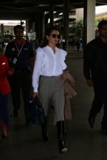 Kangana Ranaut Spotted At Airport on 8th Aug 2017 (2)_598aa229271d9.jpg