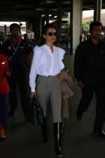 Kangana Ranaut Spotted At Airport on 8th Aug 2017 (3)_598aa22eb0232.jpg