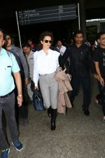 Kangana Ranaut Spotted At Airport on 8th Aug 2017 (4)_598aa23548811.jpg
