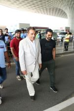 Dharmendra Spotted At Airport on 9th Aug 2017 (2)_598bf7bf14659.JPG