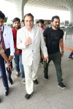 Dharmendra Spotted At Airport on 9th Aug 2017 (9)_598bf7cdc7f4f.JPG