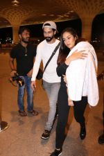 Shahid Kapoor, Mira Rajput Spotted At Airport on 10th Aug 2017 (12)_598c17835af4c.JPG