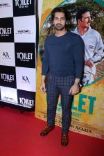 Arjan Bajwa at the Special Screening Of Film Toilet Ek Prem Katha on 10th Aug 2017 (116)_598d6c6d559ae.JPG