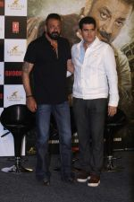 Omung Kumar, Sanjay Dutt at the Trailer Launch Of Film Bhoomi on 10th Aug 2017 (101)_598d555587ff6.JPG