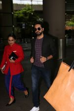 Ayushmann Khurrana Spotted At Airport on 12th Aug 2017 (2)_598f3ca17af60.JPG