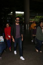 Ayushmann Khurrana Spotted At Airport on 12th Aug 2017 (3)_598f3ca2a3377.JPG