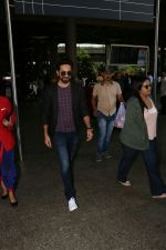 Ayushmann Khurrana Spotted At Airport on 12th Aug 2017 (7)_598f3ca7e1559.JPG