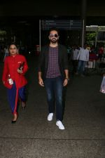 Ayushmann Khurrana Spotted At Airport on 12th Aug 2017 (8)_598f3ca92ccb3.JPG