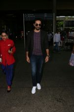 Ayushmann Khurrana Spotted At Airport on 12th Aug 2017 (9)_598f3cab1e889.JPG