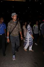 Farhan Akhtar Spotted At Airport on 12th Aug 2017 (1)_598f3ccc3f4cd.JPG