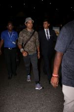 Farhan Akhtar Spotted At Airport on 12th Aug 2017 (11)_598f3cd2e6dc7.JPG