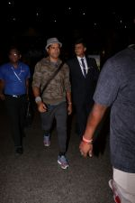 Farhan Akhtar Spotted At Airport on 12th Aug 2017 (12)_598f3cd38056c.JPG