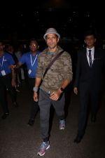 Farhan Akhtar Spotted At Airport on 12th Aug 2017 (4)_598f3cce496f0.JPG