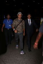 Farhan Akhtar Spotted At Airport on 12th Aug 2017 (7)_598f3cd05ab17.JPG
