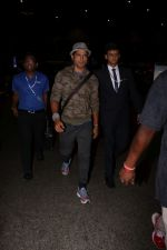 Farhan Akhtar Spotted At Airport on 12th Aug 2017 (8)_598f3cd0ee820.JPG