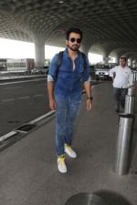 Sonu Sood Spotted At Airport on 12th Aug 2017 (21)_598f3d4fe5226.JPG