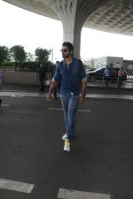Sonu Sood Spotted At Airport on 12th Aug 2017 (23)_598f3d536bb86.JPG