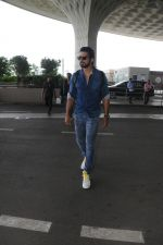 Sonu Sood Spotted At Airport on 12th Aug 2017 (24)_598f3d54c9f5a.JPG