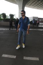 Sonu Sood Spotted At Airport on 12th Aug 2017 (26)_598f3d581dbcd.JPG