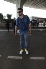 Sonu Sood Spotted At Airport on 12th Aug 2017 (27)_598f3d5924f24.JPG