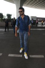 Sonu Sood Spotted At Airport on 12th Aug 2017 (28)_598f3d5a1c352.JPG