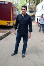 Omung Kumar at Sunny Leone_s Item Song Shoot On Location For Film Bhoomi on 12th Aug 2017  (4)_599170d4c3cd3.JPG